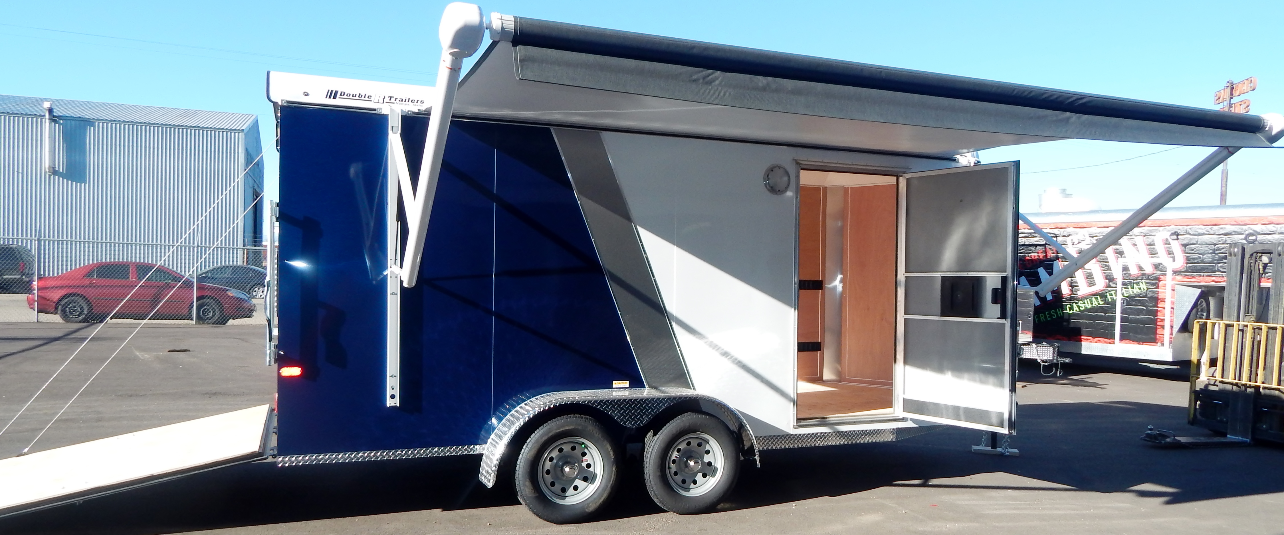 cosignment sundowner original rental awnings and gooseneck with elk trailer valley horse sales weekend trailers package awning